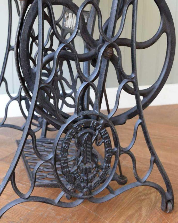 m-629-f  アンティークオケージョナルテーブルの装飾1