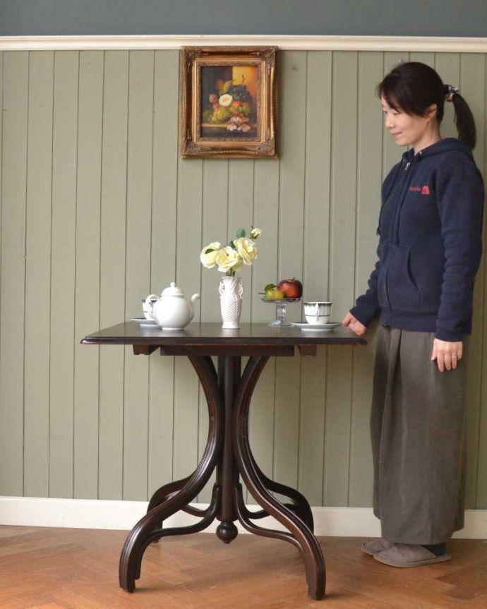アンティークのテーブル アンティーク家具 THONET トーネットのアンティークカフェテーブル。どんな場所でも便利に使える小さなテーブルそもそも「オケージョナル」とは「便利に使える」と言う意味。(m-632-f)