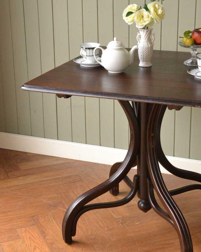 アンティークのテーブル アンティーク家具 THONET トーネットのアンティークカフェテーブル。小さくてもアンティークの気品タップリ。(m-632-f)