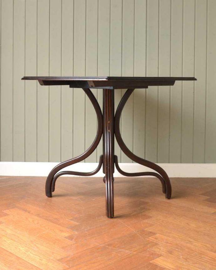 アンティークのテーブル アンティーク家具 THONET トーネットのアンティークカフェテーブル。しっかり修復しました!アンティークは新品ではないので、もちろん経年変化によるキズはありますが、専門の職人がしっかり修復してあるのでキレイです。(m-632-f)