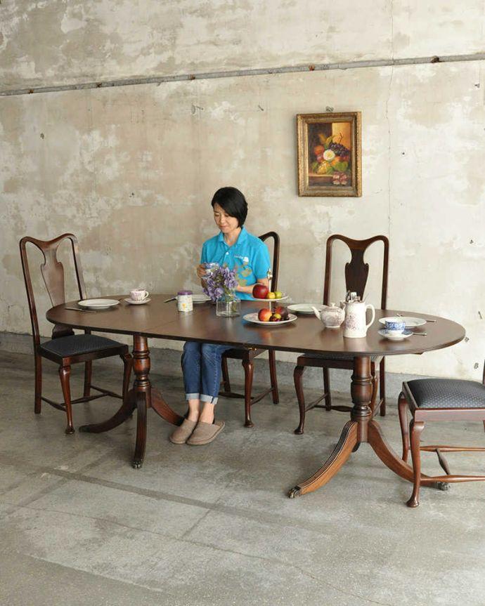 アンティークのテーブル アンティーク家具 美しい脚が特徴的なアンティークの英国家具、伸張式のダイニングテーブル。用途に合わせてサイズを変えれる便利なテーブル英国クラシックな雰囲気がたっぷり詰まった美しいエクステンションテーブル。(m-641-f)