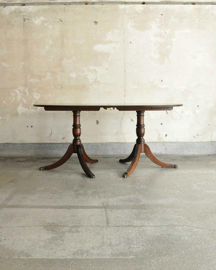 アンティークのテーブル アンティーク家具 美しい脚が特徴的なアンティークの英国家具、伸張式のダイニングテーブル。横から見た姿は…究極に優雅なシンプルデザイン。(m-641-f)