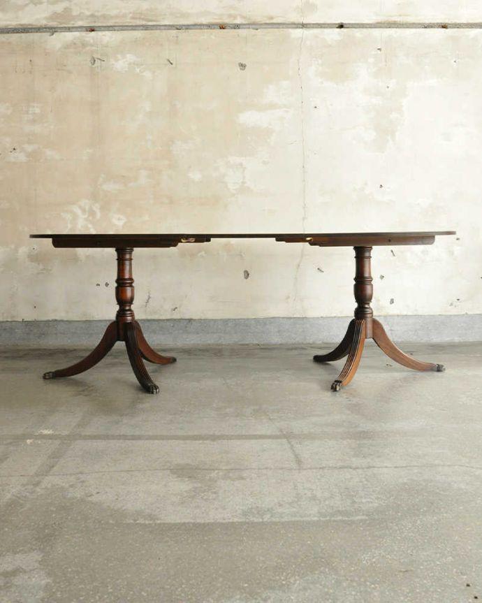 アンティークのテーブル アンティーク家具 美しい脚が特徴的なアンティークの英国家具、伸張式のダイニングテーブル。天板を足すと・・・かなり大きなサイズになるので、大人数で使えます。(m-641-f)