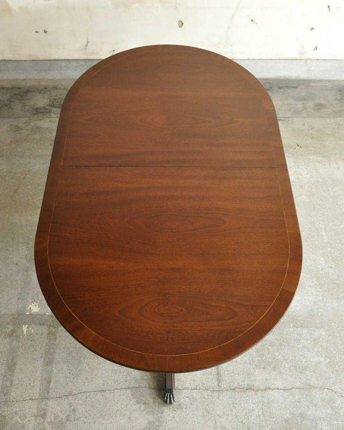 アンティークのテーブル アンティーク家具 美しい脚が特徴的なアンティークの英国家具、伸張式のダイニングテーブル。上から見るとこんな形天板を足す前はこんな形です。(m-641-f)
