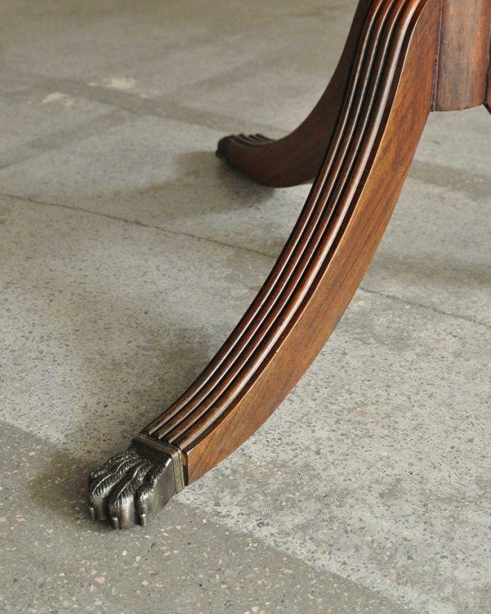 アンティークのテーブル アンティーク家具 美しい脚が特徴的なアンティークの英国家具、伸張式のダイニングテーブル。持ち上げなくても移動できます!Handleのアンティークは、脚の裏にフェルトキーパーをお付けしていますので、持ち上げなくても床を滑らせて移動させることが出来ます。(m-641-f)