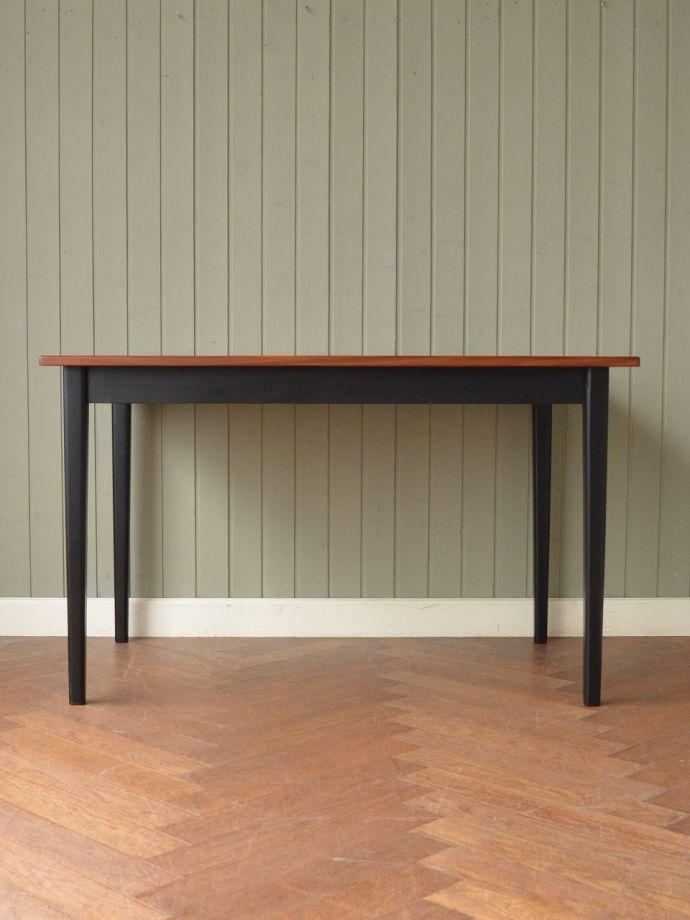 ビンテージテーブルの側面