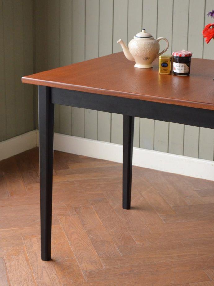 北欧スタイルのビンテージテーブル