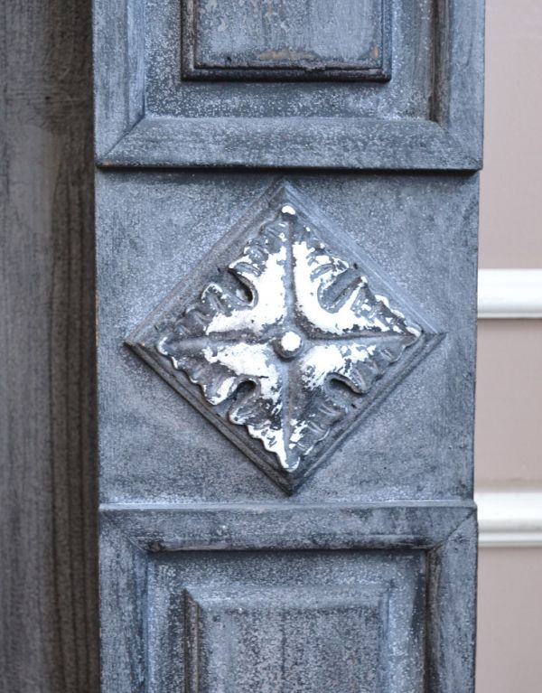 n18-003 マントルピースの装飾