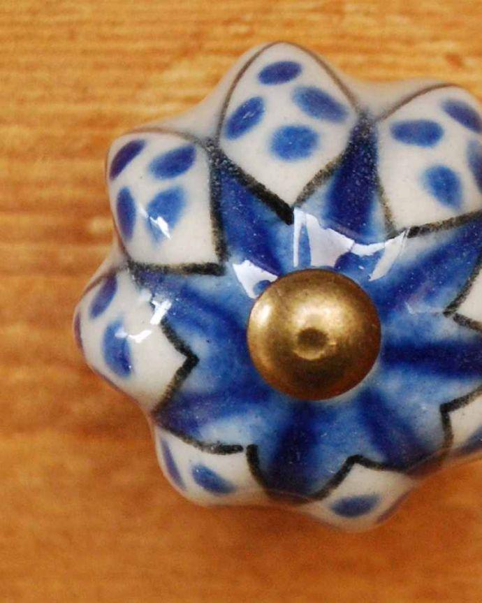 取っ手・ハンドル 住宅用パーツ 毎日使う持ち手をちょっとおしゃれに・・・爽やかなブルーと白の模様のセラミックノブ。家具のアクセントになるブルーの取っ手ほっこりとぬくもりある陶器製の取っ手。(n-693)