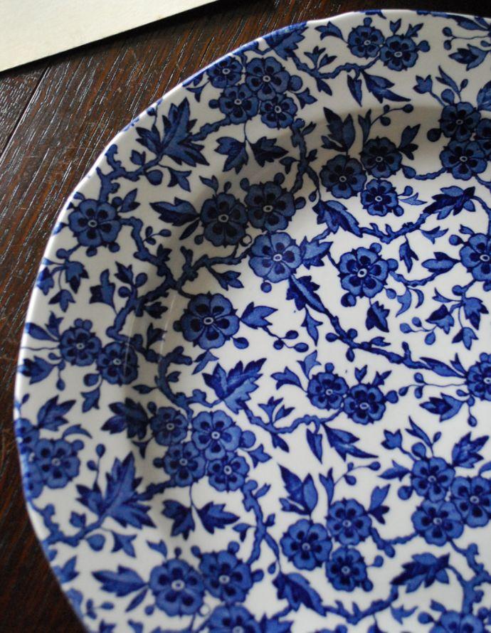 バーレイ食器 インテリア雑貨 英国輸入雑貨 バーレイ社のプレート 26.5cm(ブルーアーデン)。サンザシの花をコバルトブルーのコントラストで描いた美しいデザインです。(n1-207)
