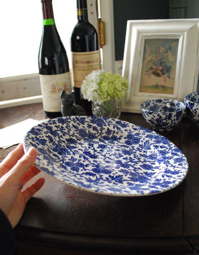 バーレイ食器 インテリア雑貨 英国輸入雑貨 バーレイ社のプレート 26.5cm(ブルーアーデン)。テーブルの上で華やかな存在感があります。(n1-207)