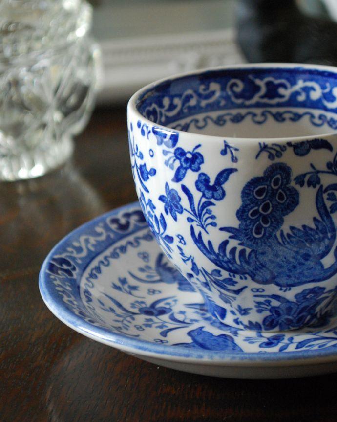 バーレイ食器 インテリア雑貨 英国輸入雑貨 バーレイ社のカップ&ソーサー(リーガルピーコック)。「鳥の王を選ぶ東洋のおとぎ話」にでてくる優雅な孔雀をコバルトブルーで描いています。(n1-265)