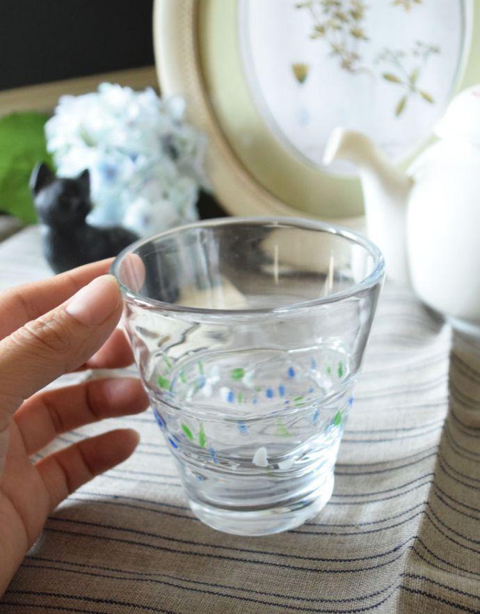 n18-089 クリアガラス(三色ドット)のグラスの手入り