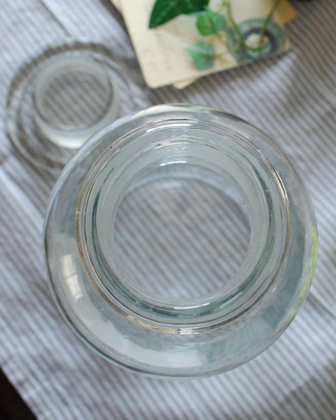 n4-092 インテリア雑貨の上から