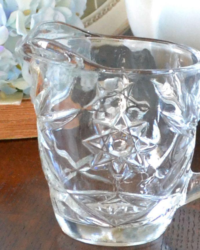 pg-3559 アンティークプレスドグラス(ミルクポット)のアップ