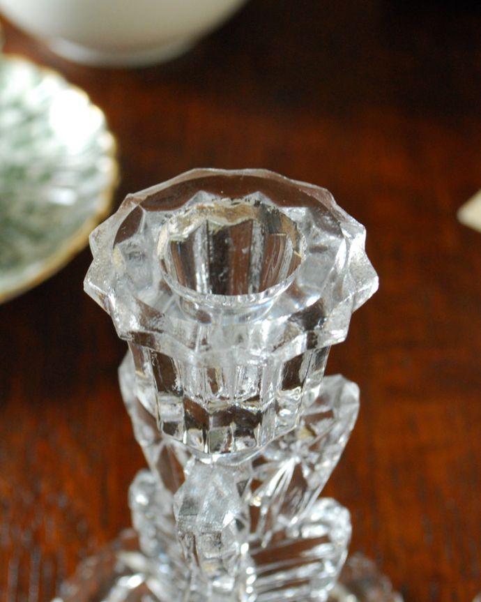 pg-3629 アンティークプレスドグラスのキャンドルスタンドの挿し口