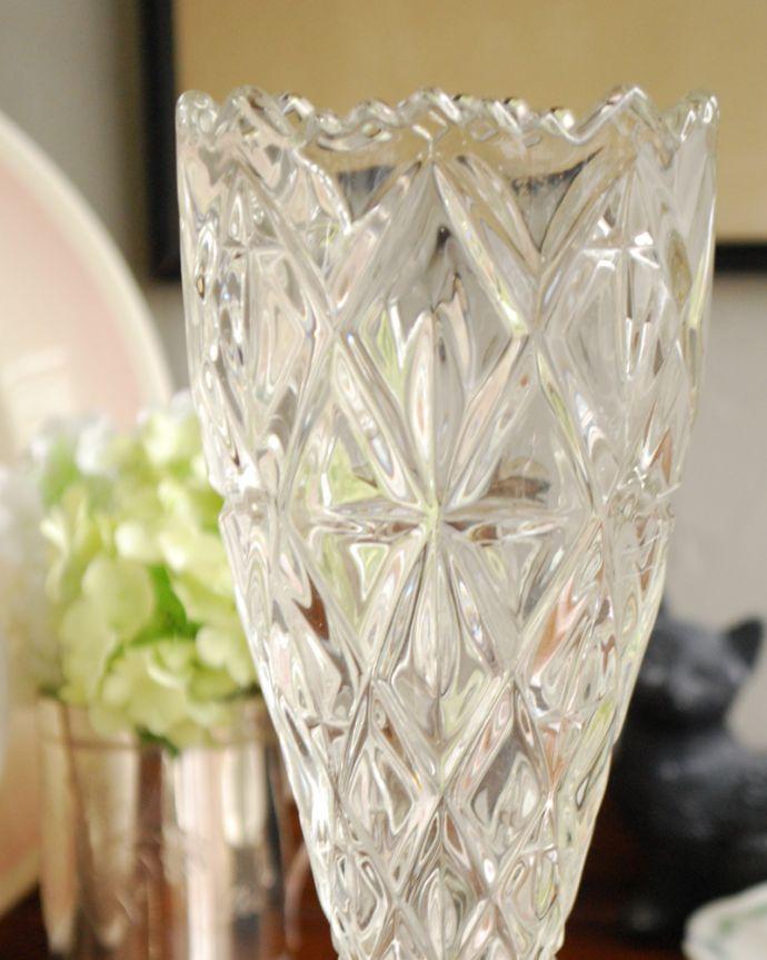pg-3936 アンティークプレスドグラス(花器)のアップ
