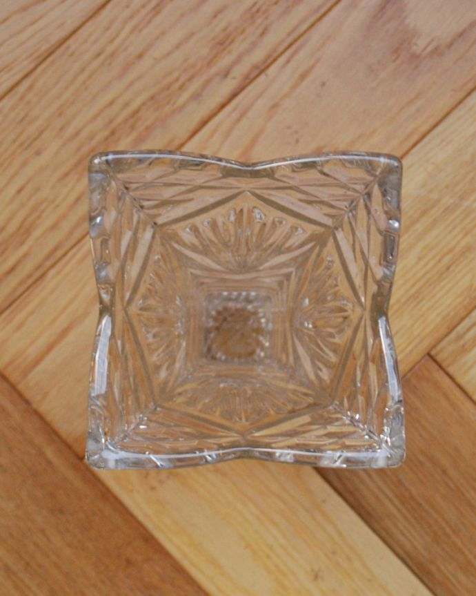 pg-3948 アンティークプレスドグラス(花器)の上から