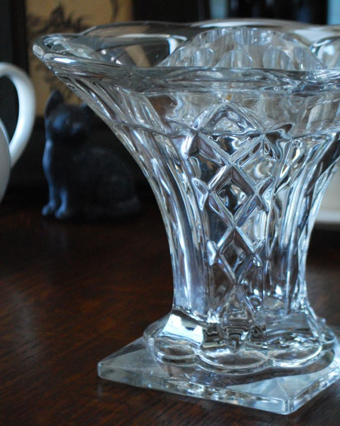pg-4049 アンティークプレスドグラス(花器)のアップ