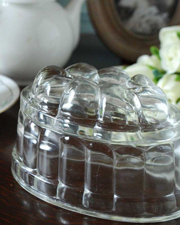 アンティーク雑貨 アンティークガラスのキッチン雑貨、ゼリー型のプレスドグラス(ゼリーモールド) 。食卓を華やかに彩ったゼリーモールドフルーツが貴重だった時代に、いろとりどりのゼリーや前菜などをかたどって使われていたモールド。(pg-5020)