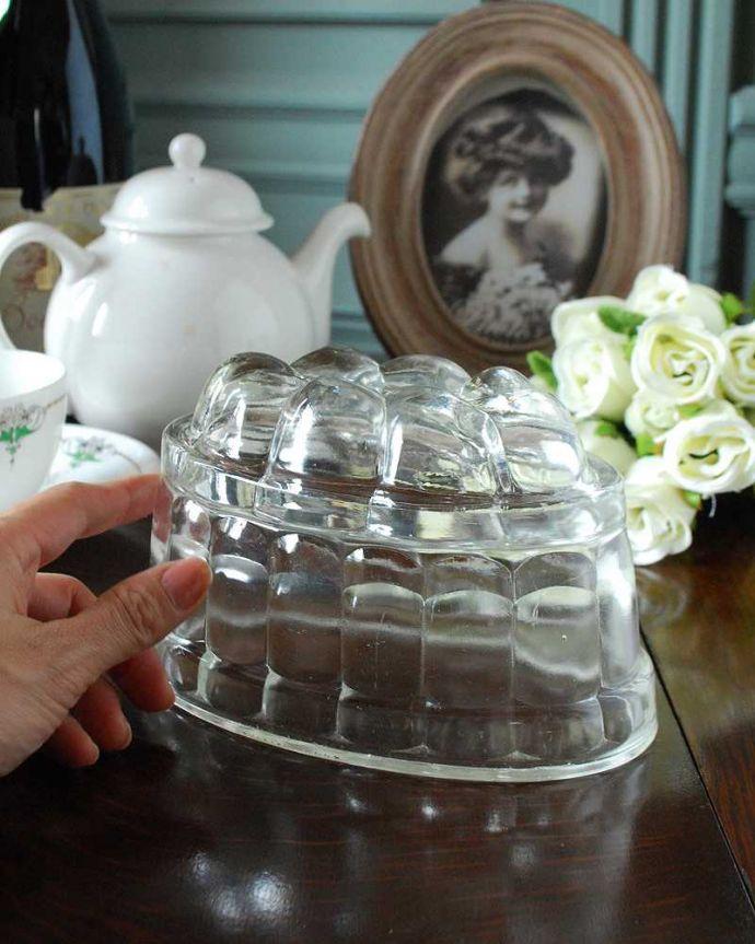アンティーク雑貨 アンティークガラスのキッチン雑貨、ゼリー型のプレスドグラス(ゼリーモールド) 。しっかり選んできました新品ではないので多少のキズがありますが、使用上問題がないものだけを選んできました。(pg-5020)
