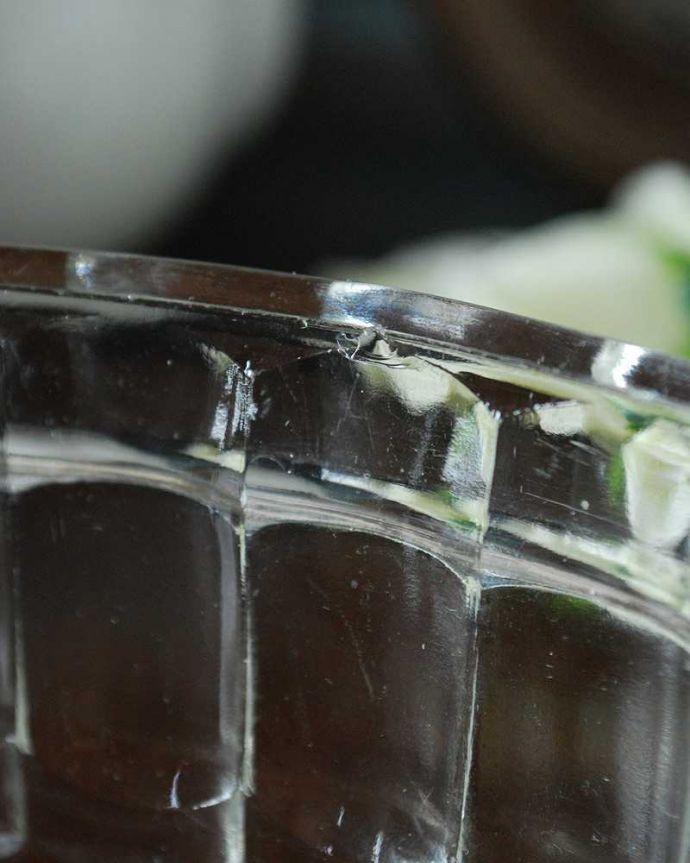 アンティーク雑貨 アンティークガラスのキッチン雑貨、ゼリー型のプレスドグラス(ゼリーモールド) 。カケがあったのでSALE価格ですコンディションのいいものだけを選んできましたが、目立つカケが見つかったのでSALE価格になっています。(pg-5020)