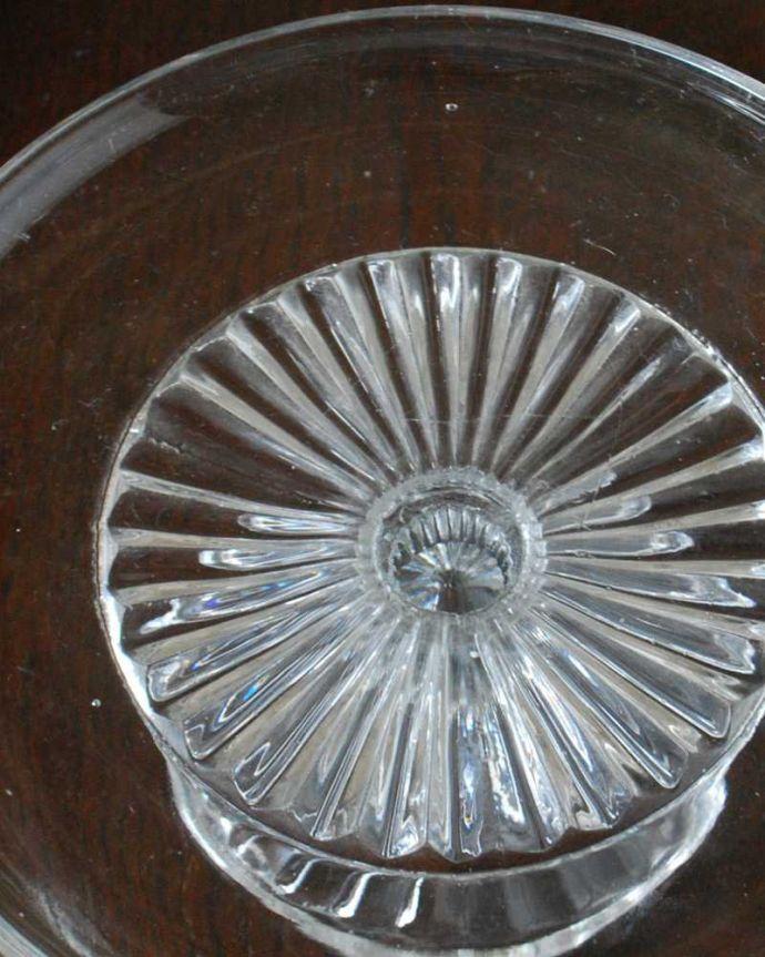 pg-5728 プレスドグラス(ケーキスタンド)のアップ