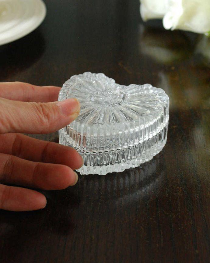 pg-5893 プレスドグラス(ガラスケース)の手入り