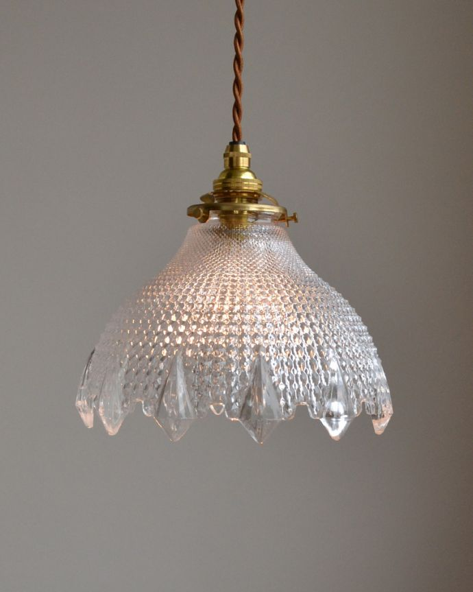ペンダントライト 照明・ライティング キラキラ光るカッティングのペンダントライト(コード・シャンデリア電球・ギャラリーA付き)。カッティングがとってもキレイなので、まるで宝石がこぼれてくるような美しいデザインです。(pl-001d)