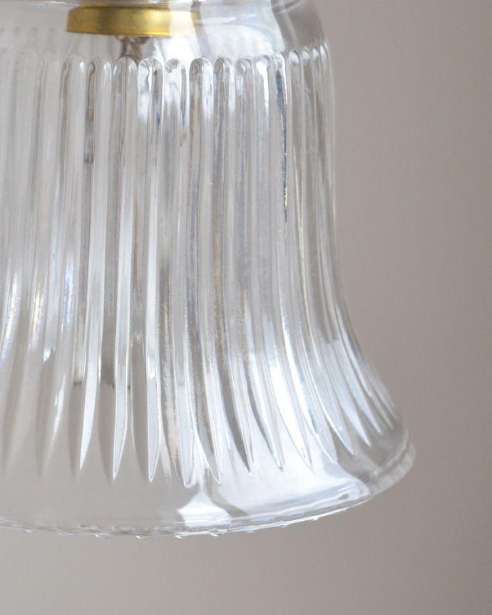 ペンダントライト 照明・ライティング ストライプガラスのペンダントライト(コード・シャンデリア電球・ギャラリーA付き)。キッチンのカウンター部分や、リビングに。(pl-003c)