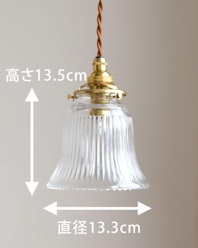 ペンダントライト 照明・ライティング ストライプガラスのペンダントライト(コード・シャンデリア電球・ギャラリーA付き)。【 シェードのサイズ 】直径13.3×高さ13.5cmコードは50、80cm以外にも、ご希望の長さで加工してお届けします。(pl-003c)