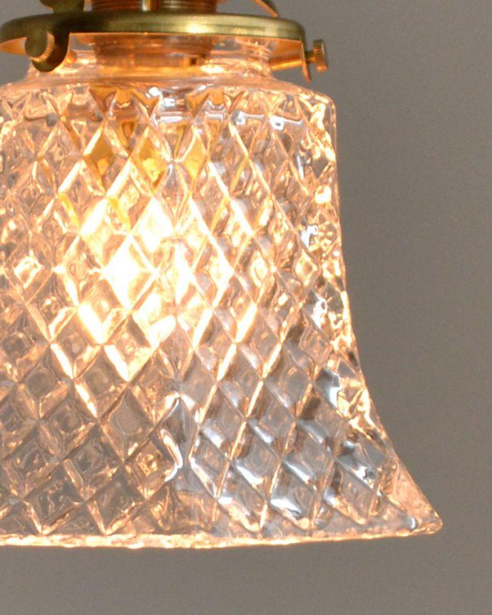 pl-015d クリアガラスのペンダントライトの点灯時アップ