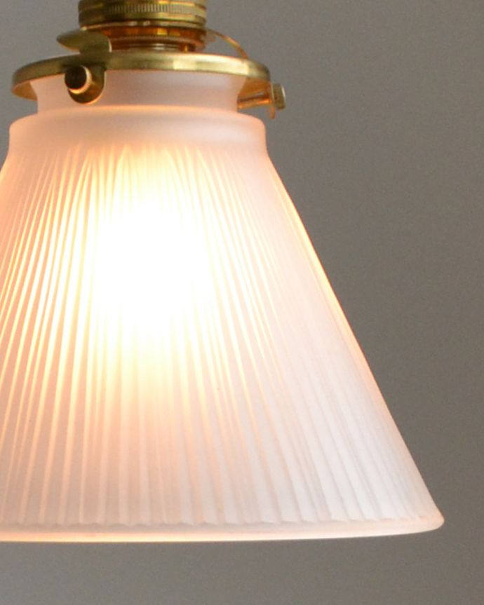 pl-026c すりガラスのペンダントライトの点灯時アップ