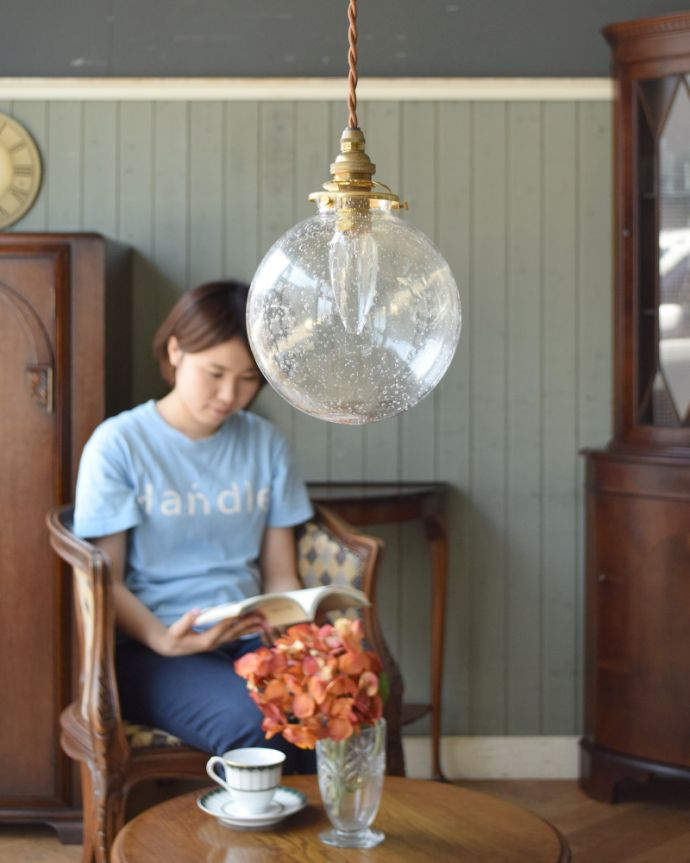 ペンダントライト 照明・ライティング 気泡がちりばめられたペンダントライト(コード・シャンデリア球・ギャラリーA付き)。。(pl-047a)