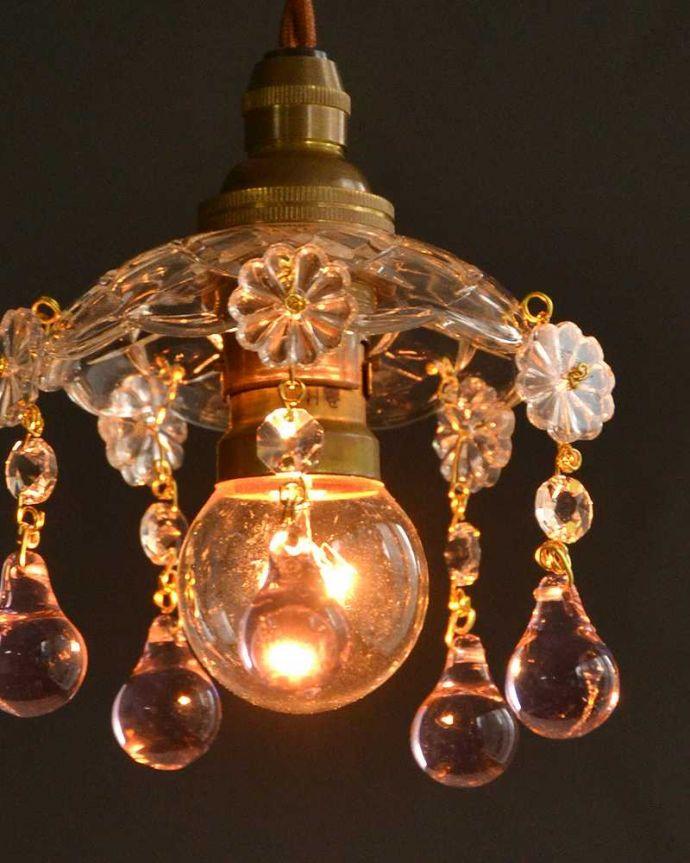 Handleオリジナル 照明・ライティング Handleオリジナル プチ シャンデリア  B(コード・丸球・ギャラリーなし)。夜になると・・・点灯するとガラスがキラキラ輝いて、ちょっとだけ贅沢な気分。(pl-091-o)