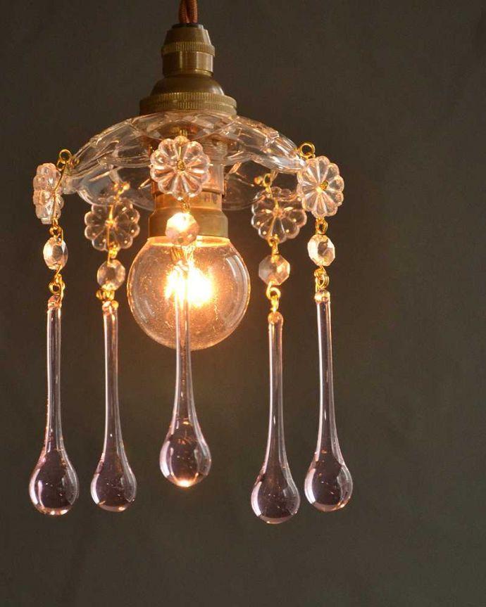 Handleオリジナル 照明・ライティング Handleオリジナル プチ シャンデリア D(コード・丸球・ギャラリーなし)。夜になると・・・点灯するとガラスがキラキラ輝いて、ちょっとだけ贅沢な気分。(pl-093-o)