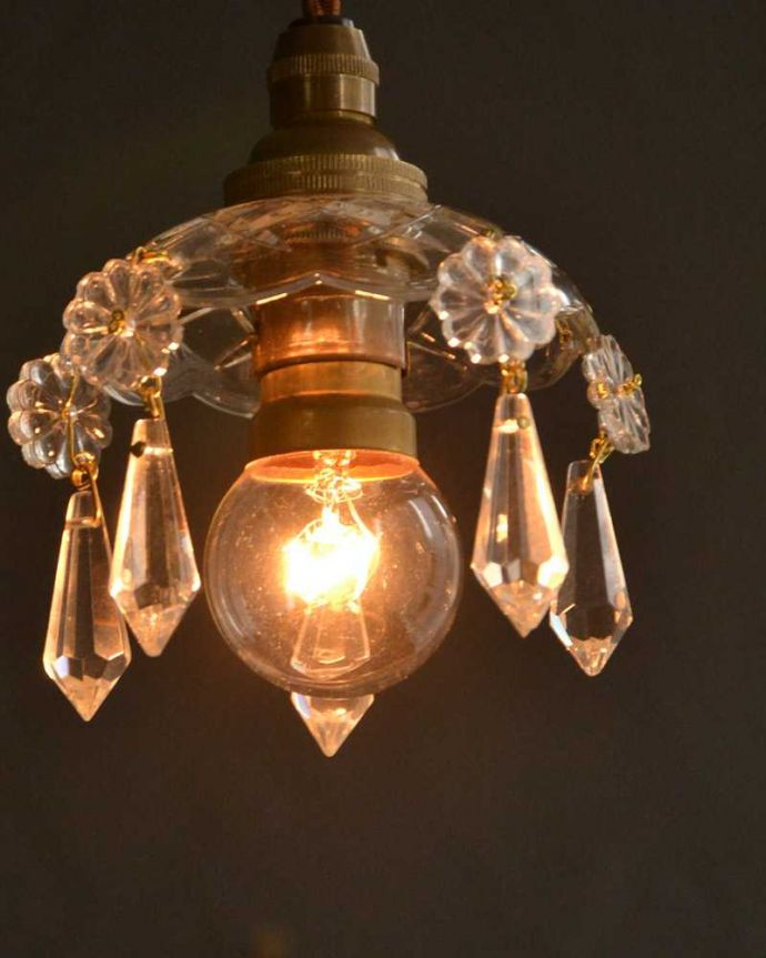 Handleオリジナル 照明・ライティング Handleオリジナル プチ シャンデリア G(コード・丸球・ギャラリーなし)。夜になると・・・点灯するとガラスがキラキラ輝いて、ちょっとだけ贅沢な気分。(pl-096-o)