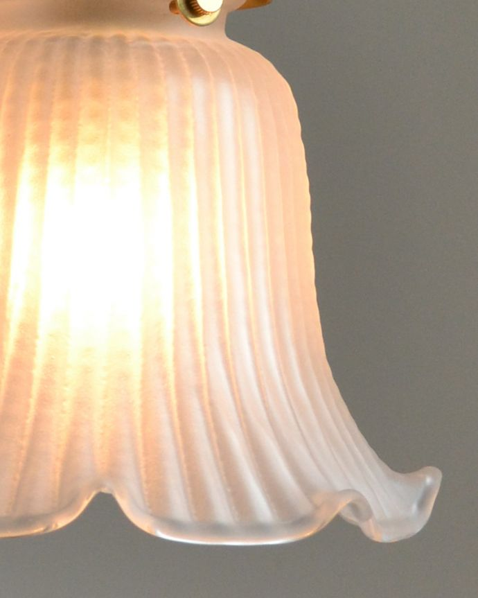pl-118 ミルクガラスのペンダントライトの点灯時アップ