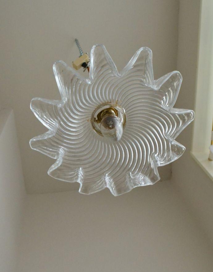 ペンダントライト 照明・ライティング ダイナミックなカッティングが美しい、ペンダントライト(コード・シャンデリア球・ギャラリーA付き)。下から見上げても素敵なデザインにうっとりです。(pl-132)