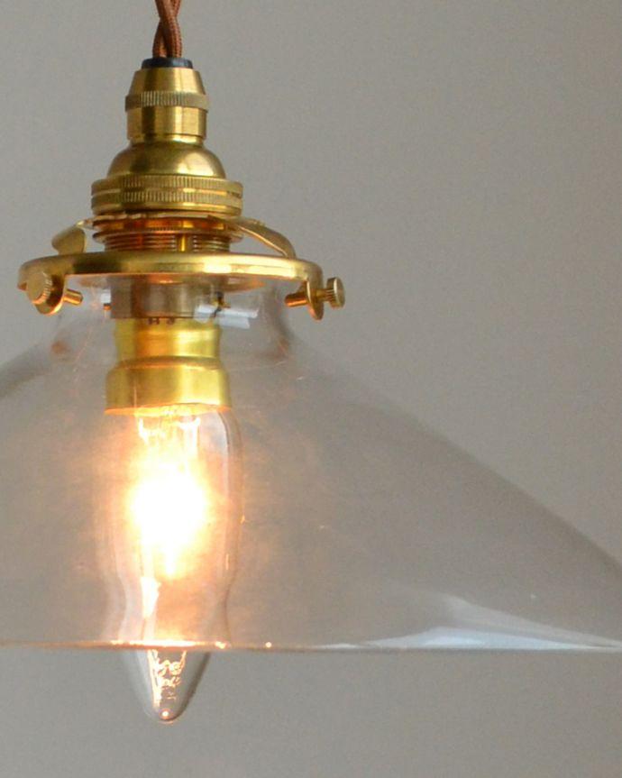 ペンダントライト 照明・ライティング 電球の温かい明かりを楽しめるクリアガラスがキレイなペンダントライト(コード・シャンデリア球・ギャラリーA付き)。シェードから漏れる光に癒されます。(pl-149)
