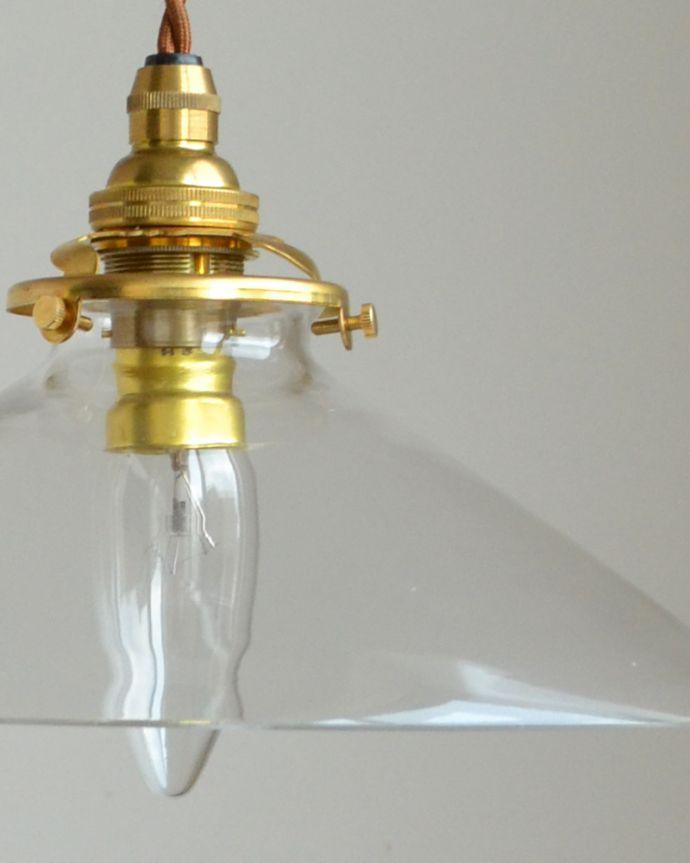 ペンダントライト 照明・ライティング 電球の温かい明かりを楽しめるクリアガラスがキレイなペンダントライト(コード・シャンデリア球・ギャラリーA付き)。電気が点いていなくても、つるんとしたガラスの質感を楽しむこともできます。(pl-149)