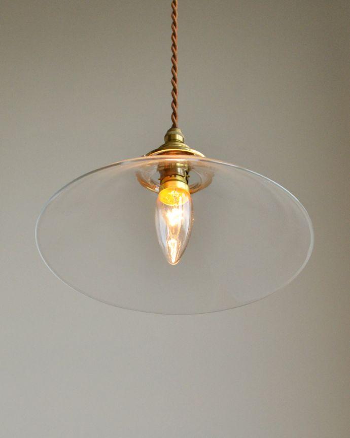 ペンダントライト 照明・ライティング 電球の温かい明かりを楽しめるクリアガラスがキレイなペンダントライト(コード・シャンデリア球・ギャラリーA付き)。下から見上げるとこんな感じです。(pl-149)