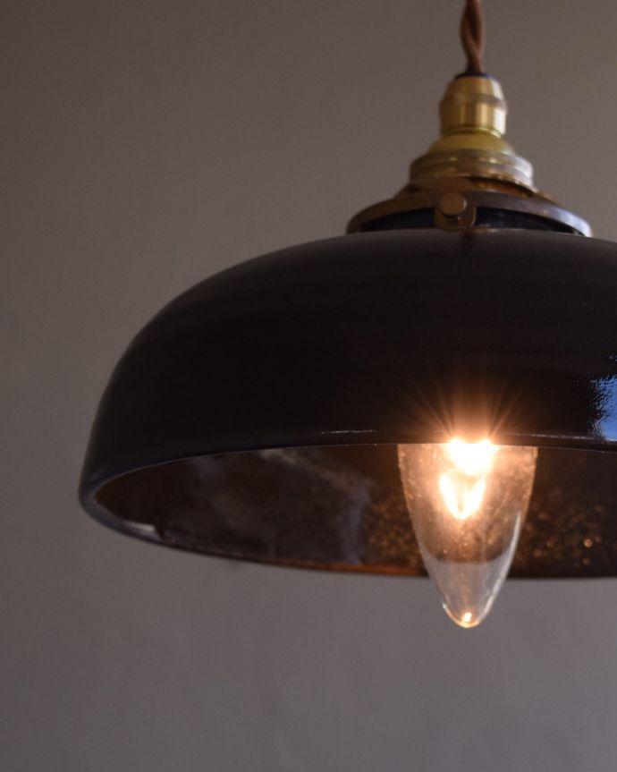 pl-173  陶器ペンダントライト(ブラック)の点灯アップ