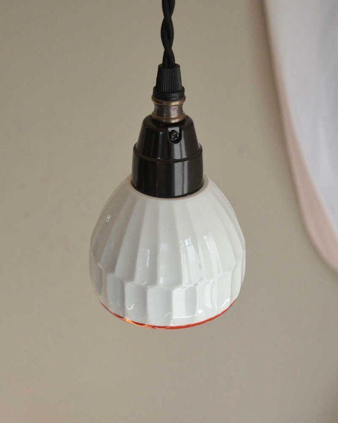 ペンダントライト 照明・ライティング 可愛い磁器製(ライン)シェードのペンダントライト(50cmコード・E26球・ギャラリーなし)。シェードと50cmコードをセットでお届けします。(pl-182)