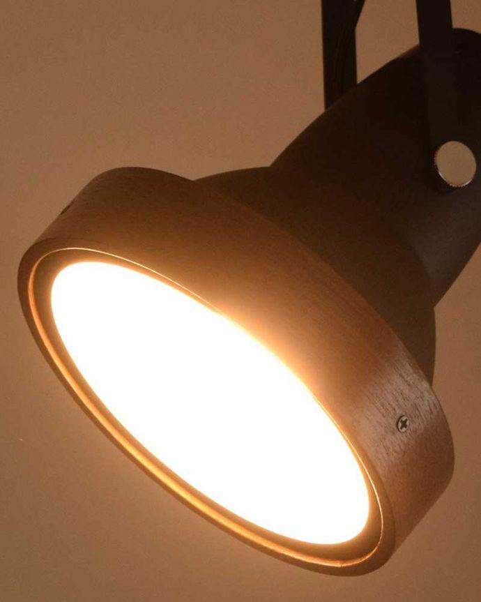 照明・ライティング ウォルナット材風のオシャレなダクトレール用スポットライト(LED電球セット)。LED電球をセットでお届けします電球(810lm)もセットでお届けするので届いてすぐに使えます。(pl-203)