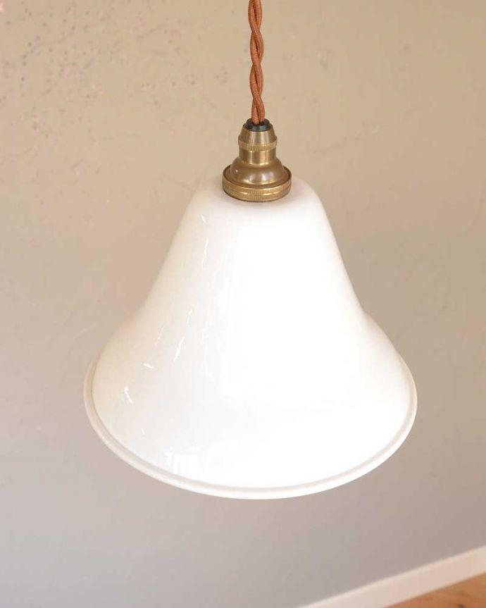 ペンダントライト 照明・ライティング 可愛いベル型、ホワイト色のホウロウペンダントライト(コード・シャンデリア球・ギャラリーなし)。。(pl-206)