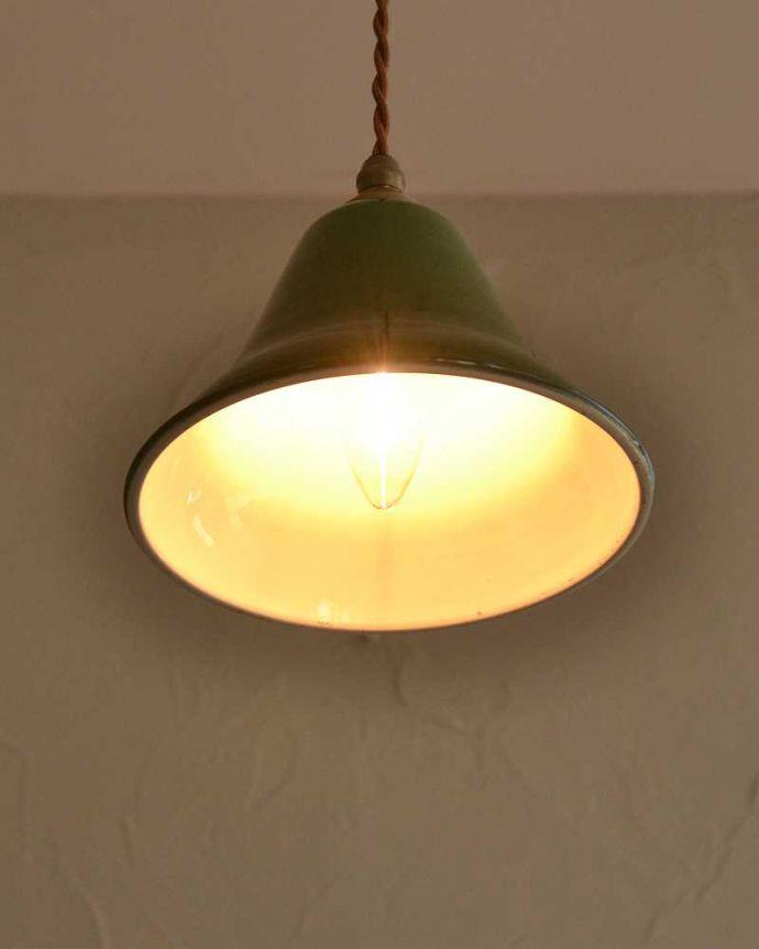 ペンダントライト 照明・ライティング ベル型が可愛いグリーン色のホウロウペンダントライト(コード・シャンデリア球・ギャラリーなし)。。(pl-207)
