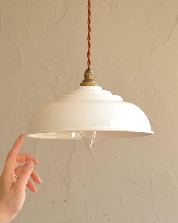 ペンダントライト 照明・ライティング 懐かしい雰囲気が可愛らしいホワイトの琺瑯ペンダントランプ (コード・シャンデリア電球・ギャラリーなし)。。(pl-214)