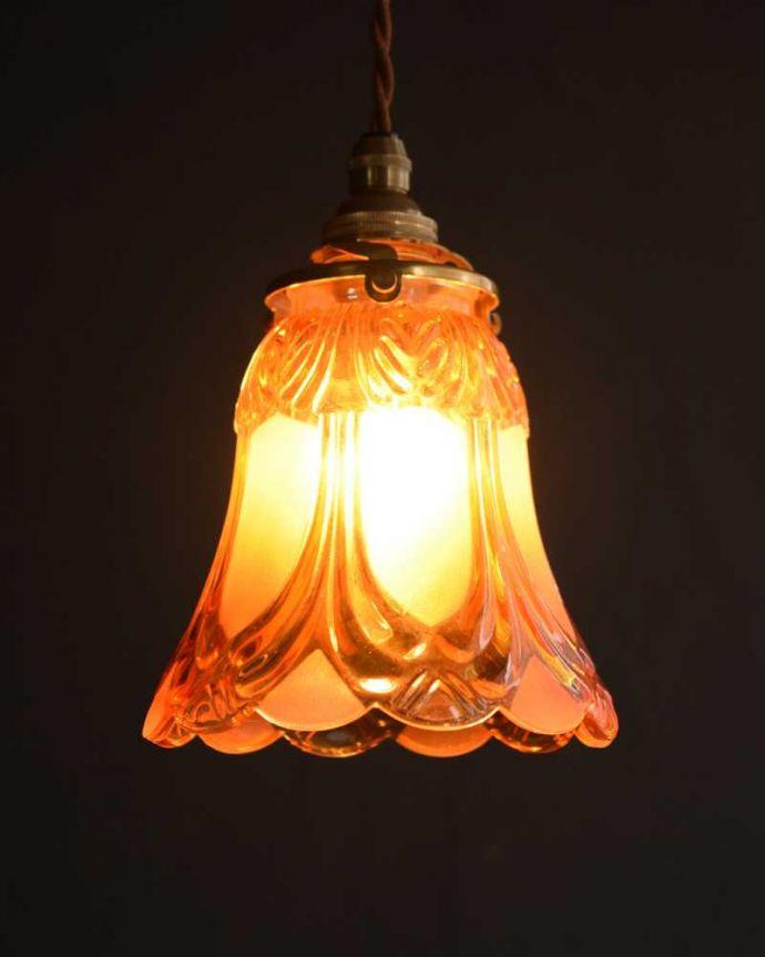 ペンダントライト 照明・ライティング フロストガラスの美しい模様のペンダントライト(コード・シャンデリア電球・ギャラリーA。お部屋のアクセサリーを楽しんでみませんか?ガラスシェードのペンダントライトは気軽で使いやすく人気の照明器具。(pl-227)