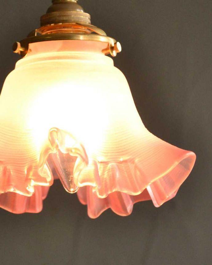 ペンダントライト 照明・ライティング さくらピンクのフリルガラスのペンダントライト(コード・シャンデリア球・ギャラリーA)。。(pl-236)